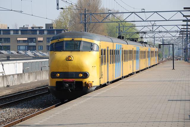 Train 507 arriving in Leiden