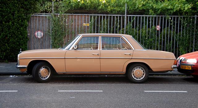1975 Mercedes-Benz 230.4