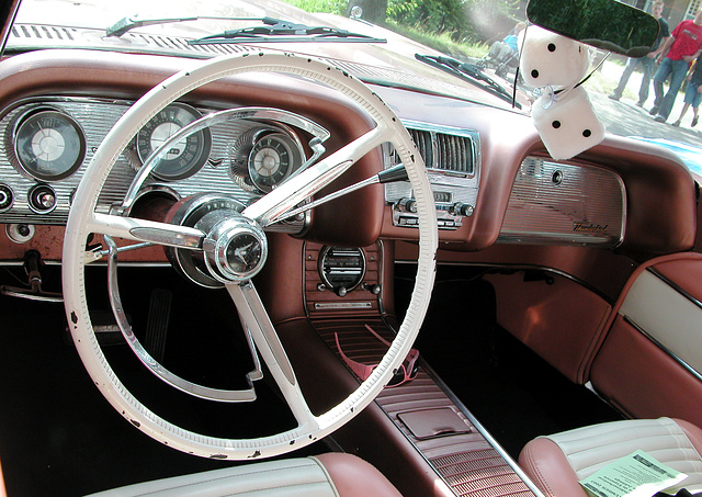 Dashboards at the Oldtimer Day Ruinerwold: Ford Thunderbird