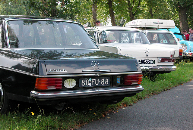 Oldtimer Day Ruinerwold: 1975 Mercedes-Benz 230.6 Long & 1965 Mercedes-Benz 220