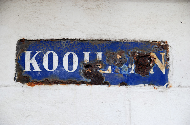 Enamel sign of the Kooilaan (Cage Lane) in Leiden