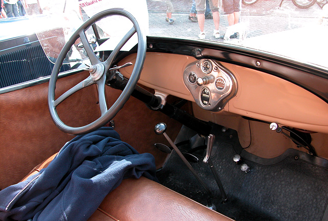 Dashboards at the Oldtimer Day Ruinerwold: 1929 Ford A Roadster