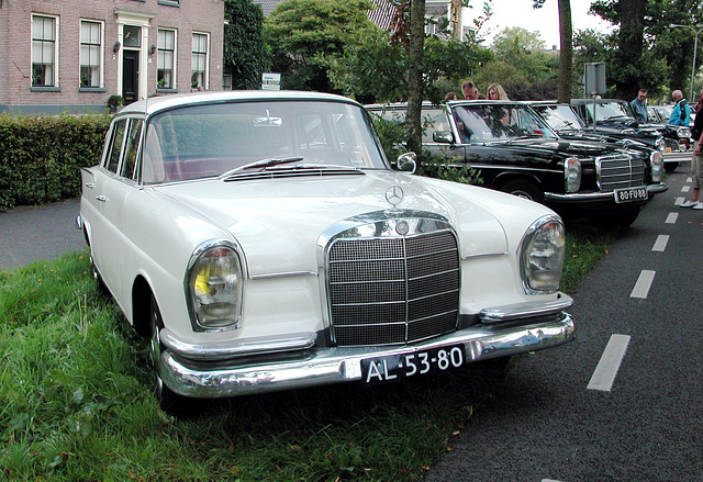 Oldtimer Day Ruinerwold: 1965 Mercedes-Benz 220 & 1975 Mercedes 230.6 Long