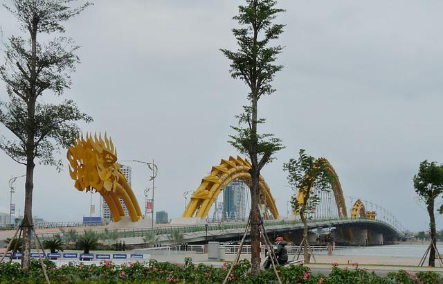Central (Dragon) Bridge over the Han River
