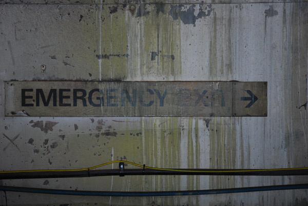 Emergency Exit ------>