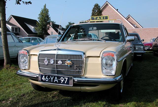 Oldtimer Day Ruinerwold: 1973 Mercedes-Benz 230