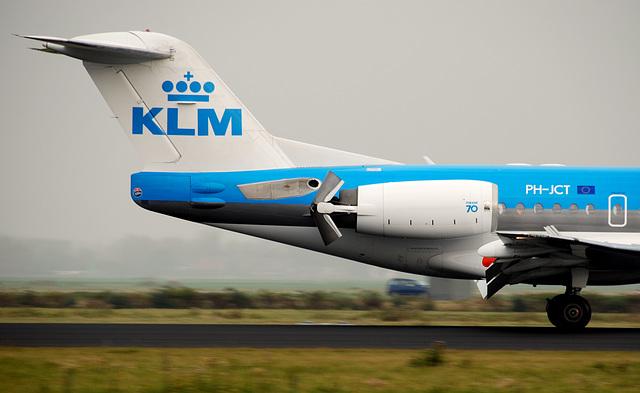 Braking KLM plane