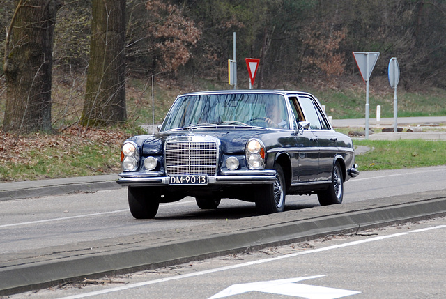 Mercedes meet-and-drive: Old S-class