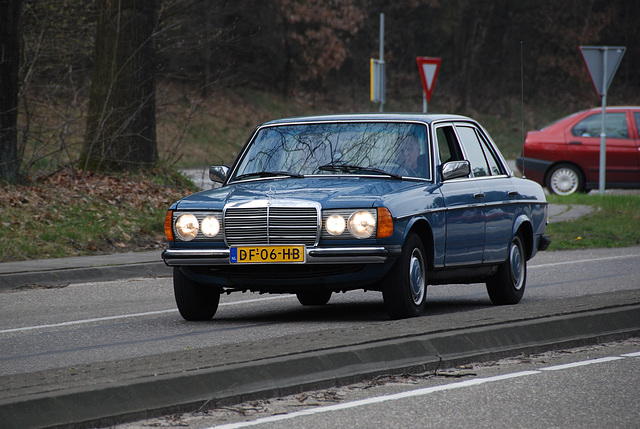 Mercedes meet-and-drive: W123 - 200D