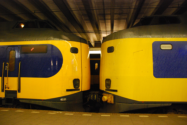 Dutch Intercity material in old and new livery