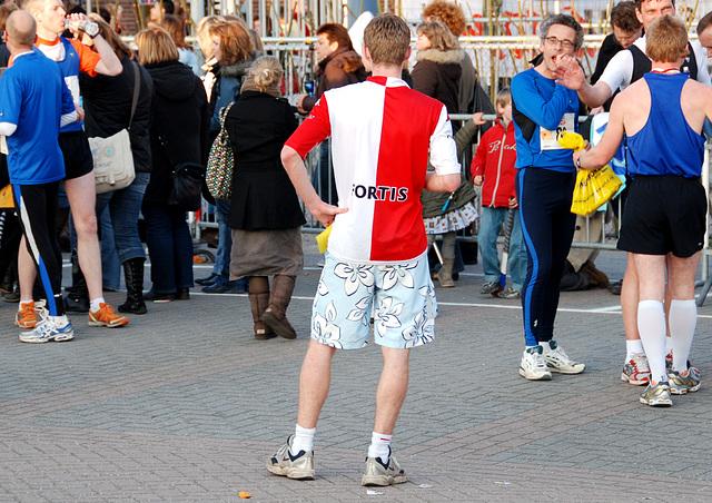 Running event in Leiden: Boy in Fortis Bank shirt