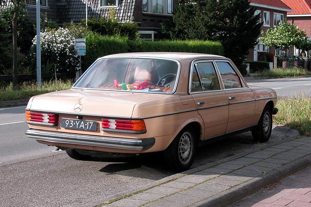 1977 Mercedes-Benz 200