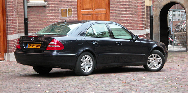 Official cars in the Hague: 2005 Mercedes-Benz E350