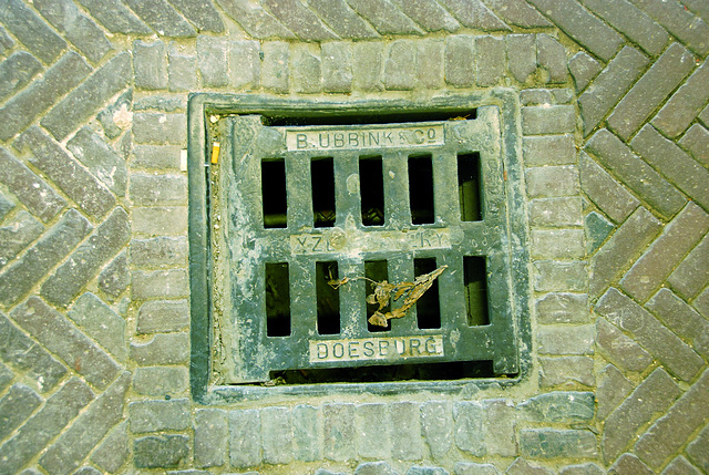 Sewer cover of B. Ubbink & Co Yzergietery of Doesburg