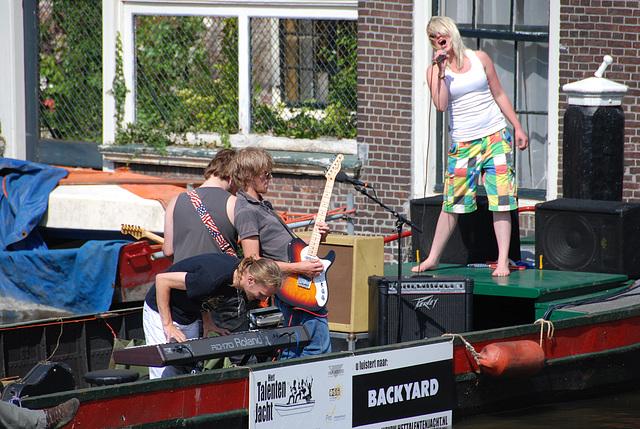 Floating music festival in Leiden: the band Backyard