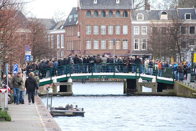The Egg Riots in Leiden: Pupils capture the Chicken Bridge