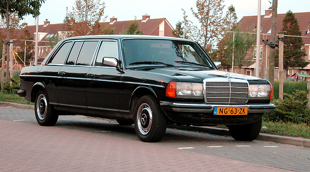 1985 Mercedes-Benz 240 D Long