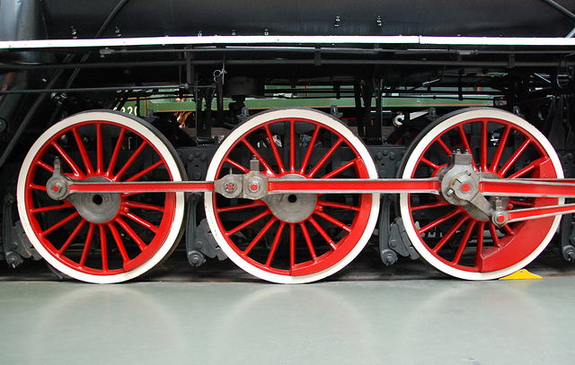 A visit to the National Railway Museum in York: driving wheels of the 607