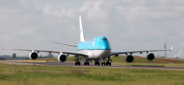 """KLM """"City of Calgary"""" at Schiphol"""