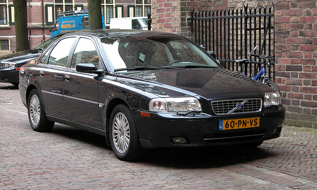 Official cars in the Hague: 2004 Volvo S80 D5