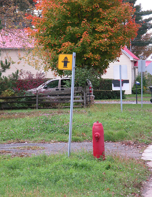 Quebec: hydrant and hydrant sign