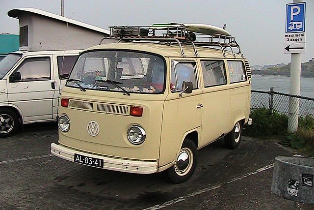 Surfer VW bus