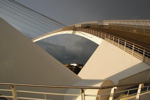 Millenium Bridge going up