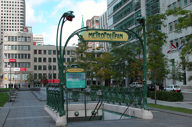 SQUARE-VICTORIA: Paris in Montreal