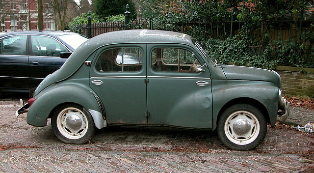 Side view of the 1953 Renault 4CV