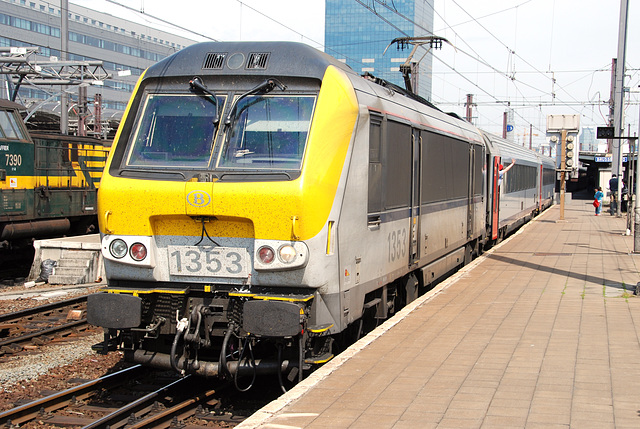 Train journey to London: Loc 1353 of the Belgian rialways