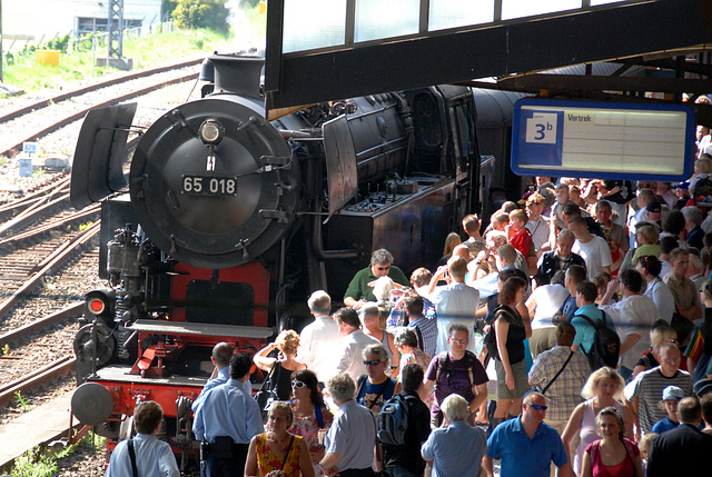 Celebration of the centenary of Haarlem Railway Station: Steam engines are always popular