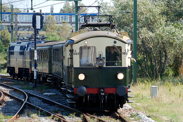 "Celebration of the centenary of Haarlem Railway Station: EMU C9002 ""Jaap"" arriving at Zandvoort"