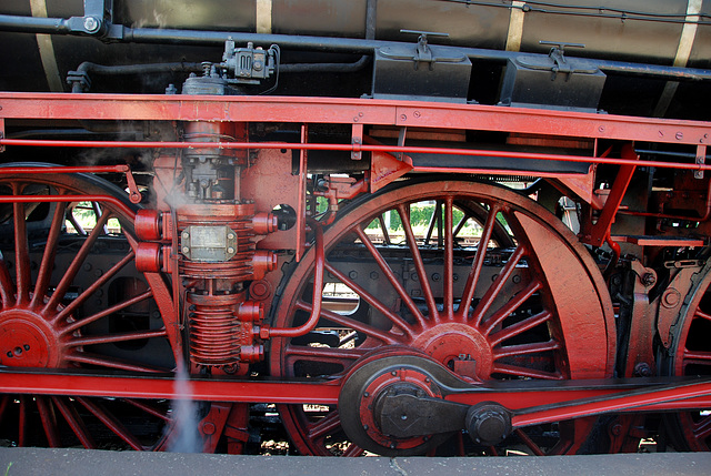 Celebration of the centenary of Haarlem Railway Station: air pressure pump for the brakes