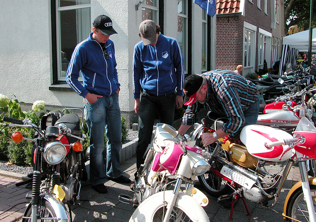 Oldtimer Day Ruinerwold: Mopeds