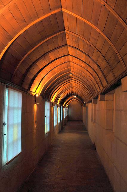 Couloir du Palais épiscopal d'Evreux (Musée municipal)
