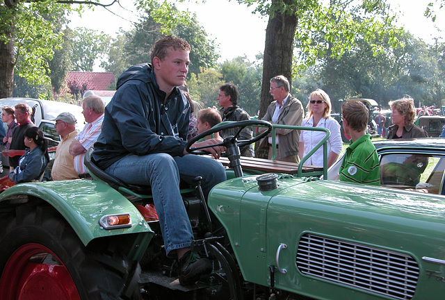 Oldtimer Day Ruinerwold: Start of The Tractor Parade