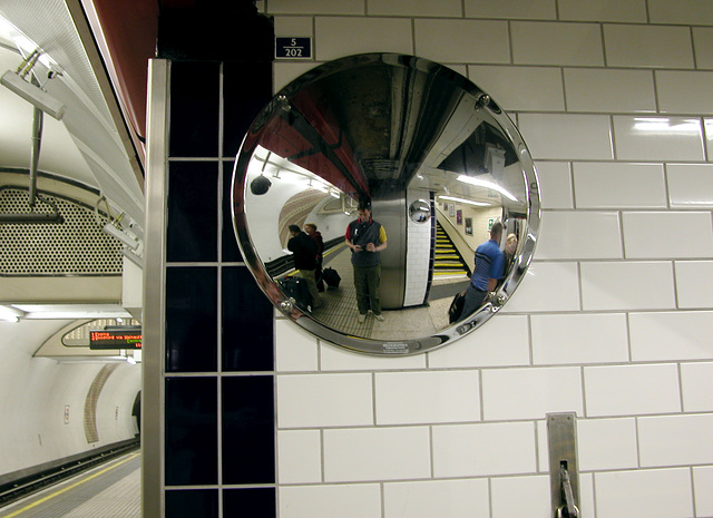 Convex mirror at Marble Arch