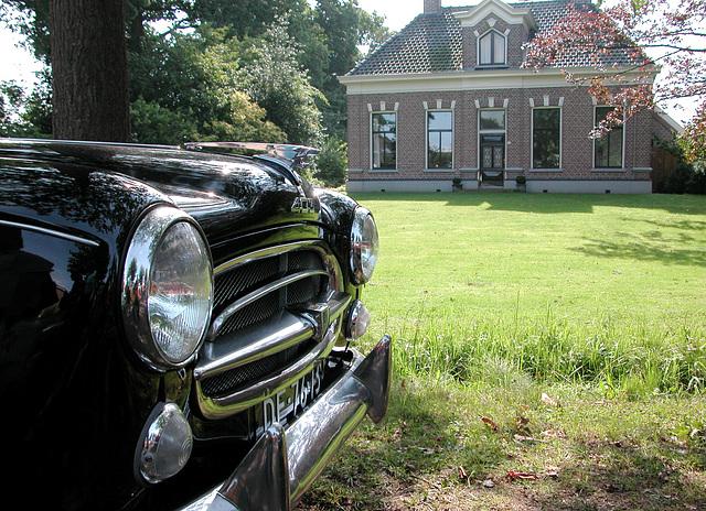 Oldtimer Day Ruinerwold: 1957 Peugeot 403