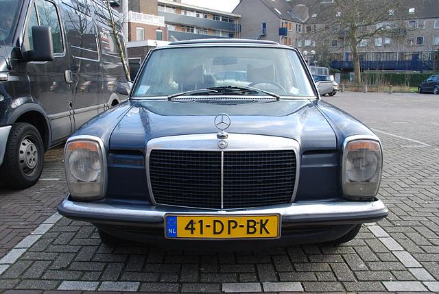 1974 Mercedes-Benz 230.4