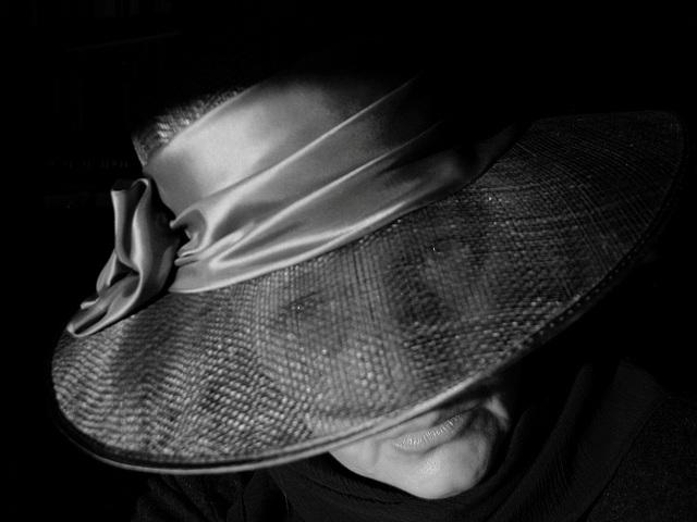 black raybans  black widow