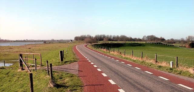 The river dike at Everdingen
