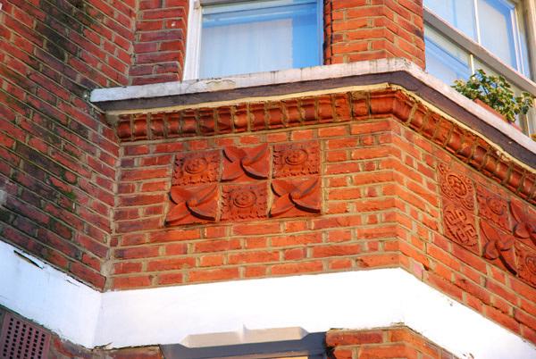 Patterned bricks