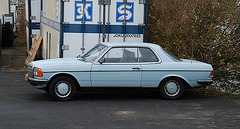 Mercedes-Benz W123 coupe