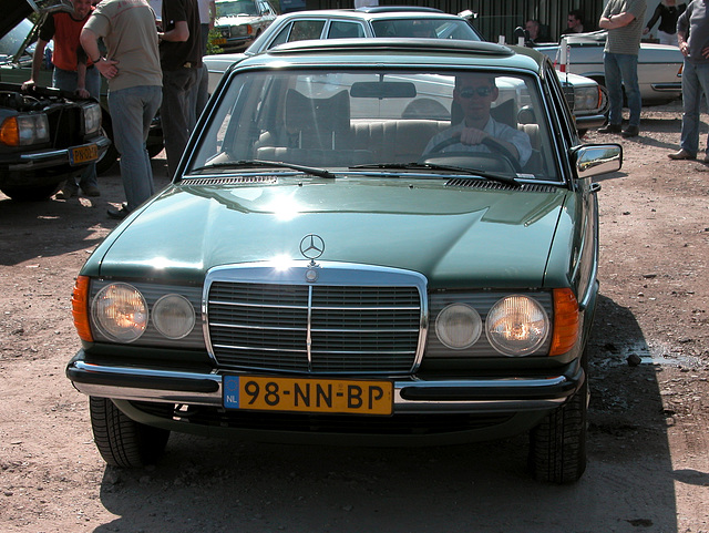 Mercedes-Benz 250 with its lights on