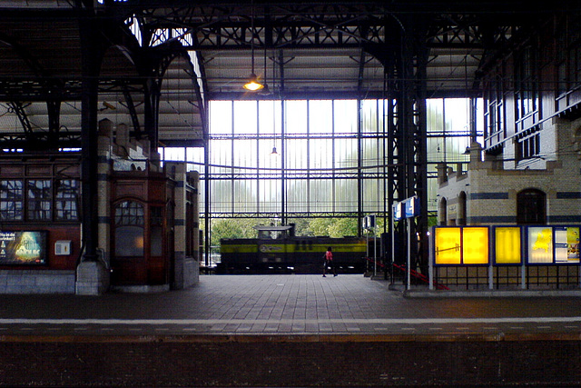 Acts engine passing through Haarlem station
