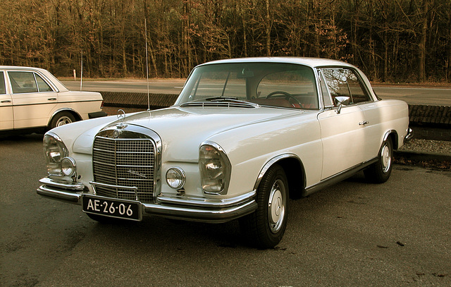 This 280 SE coupe from 1968 passed by and decided to stop