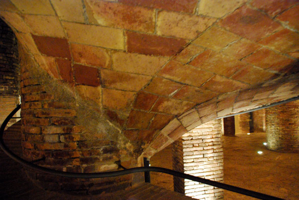 Palau Guel basement