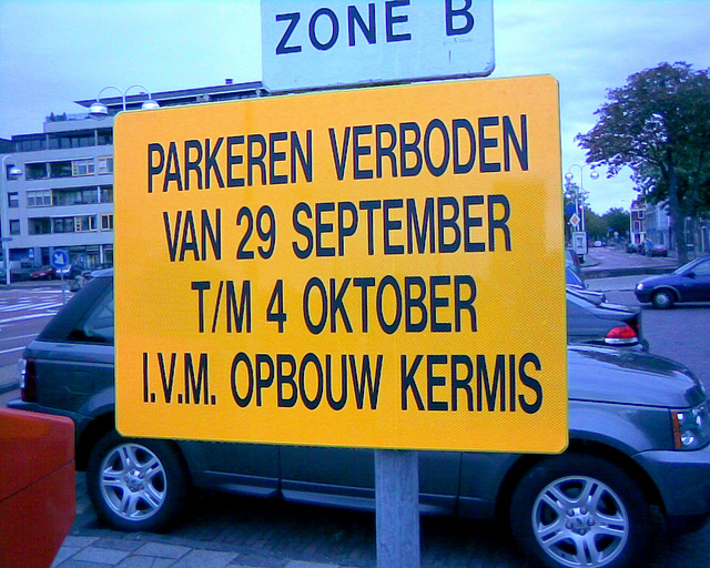 Preparing for the celebration of Leiden's Relief: Parking prohibited