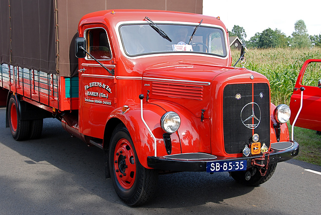 Oldtimer day at Ruinerwold: 1957 Mercedes-Benz L312/48