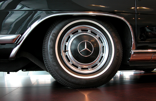 In the Mercedes-Museum: rear wheel of a 600